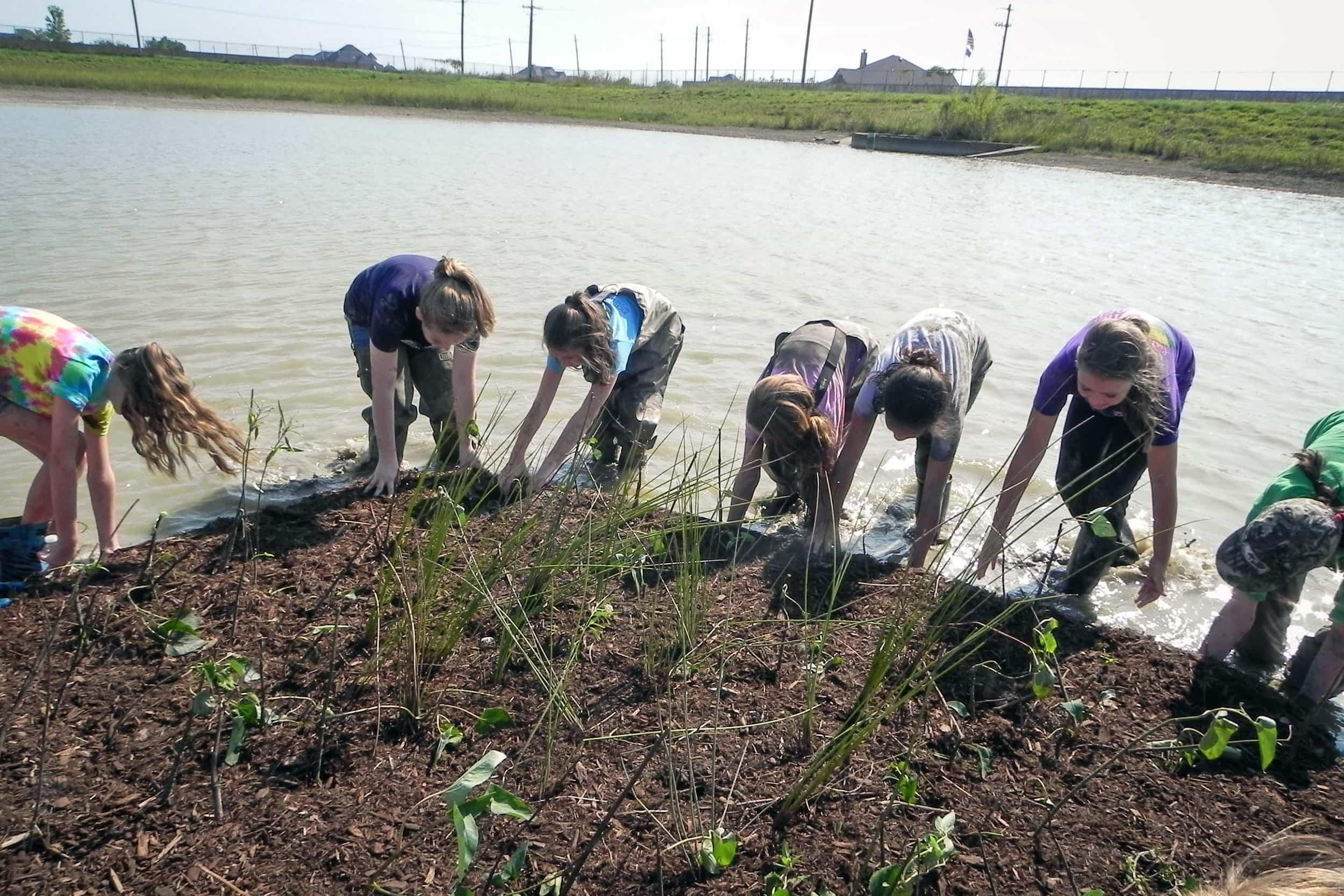 CCISD students and volunteers install the floating wetlands