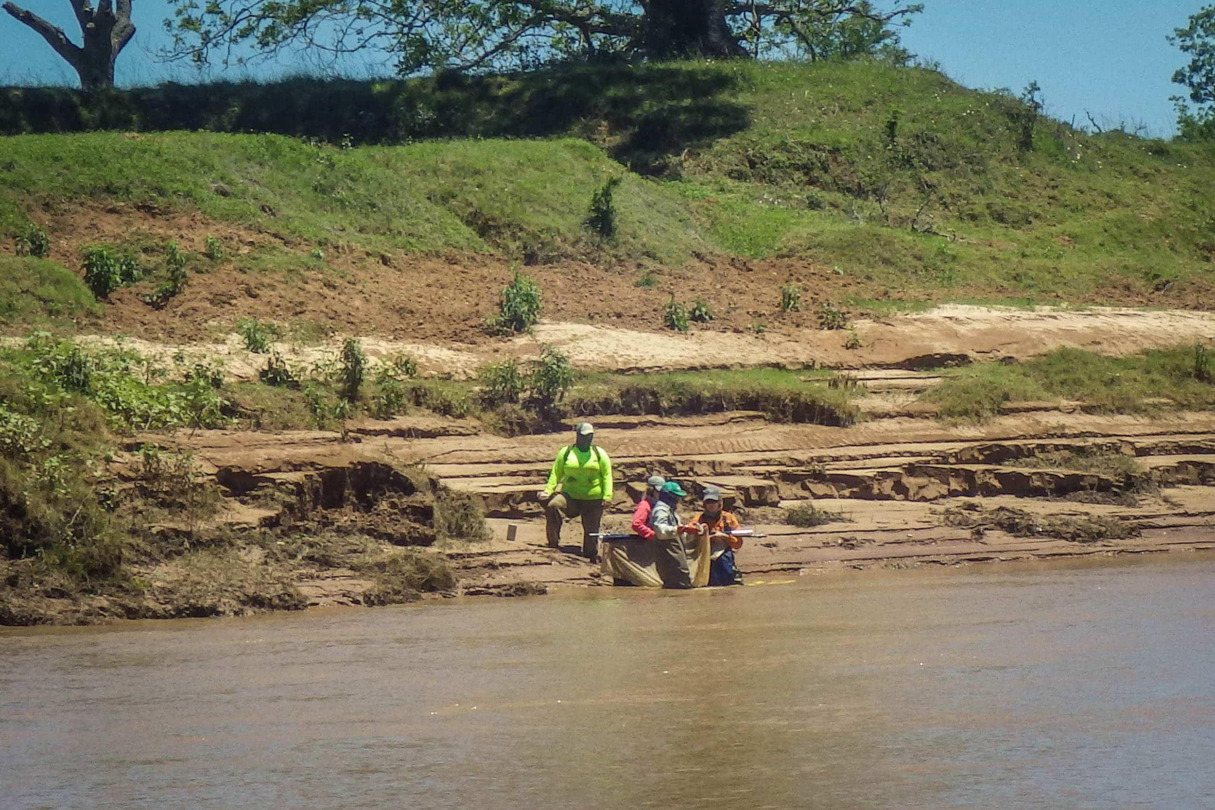 Field crew sampling in the Brazos River