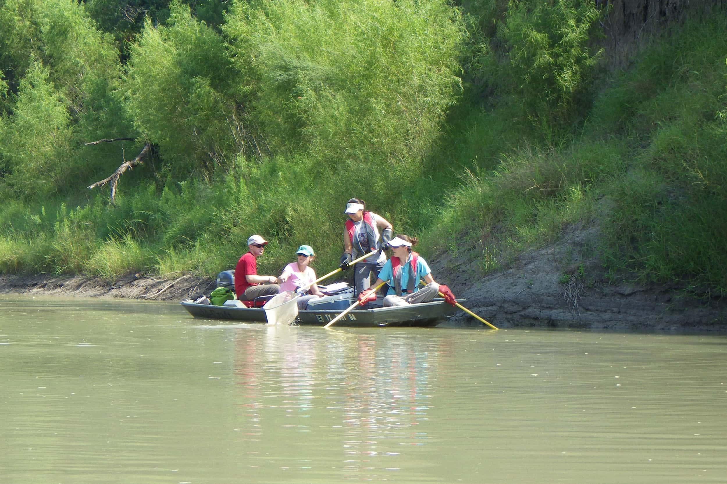 EIH NRSA crew electroshocking on the Nueces River