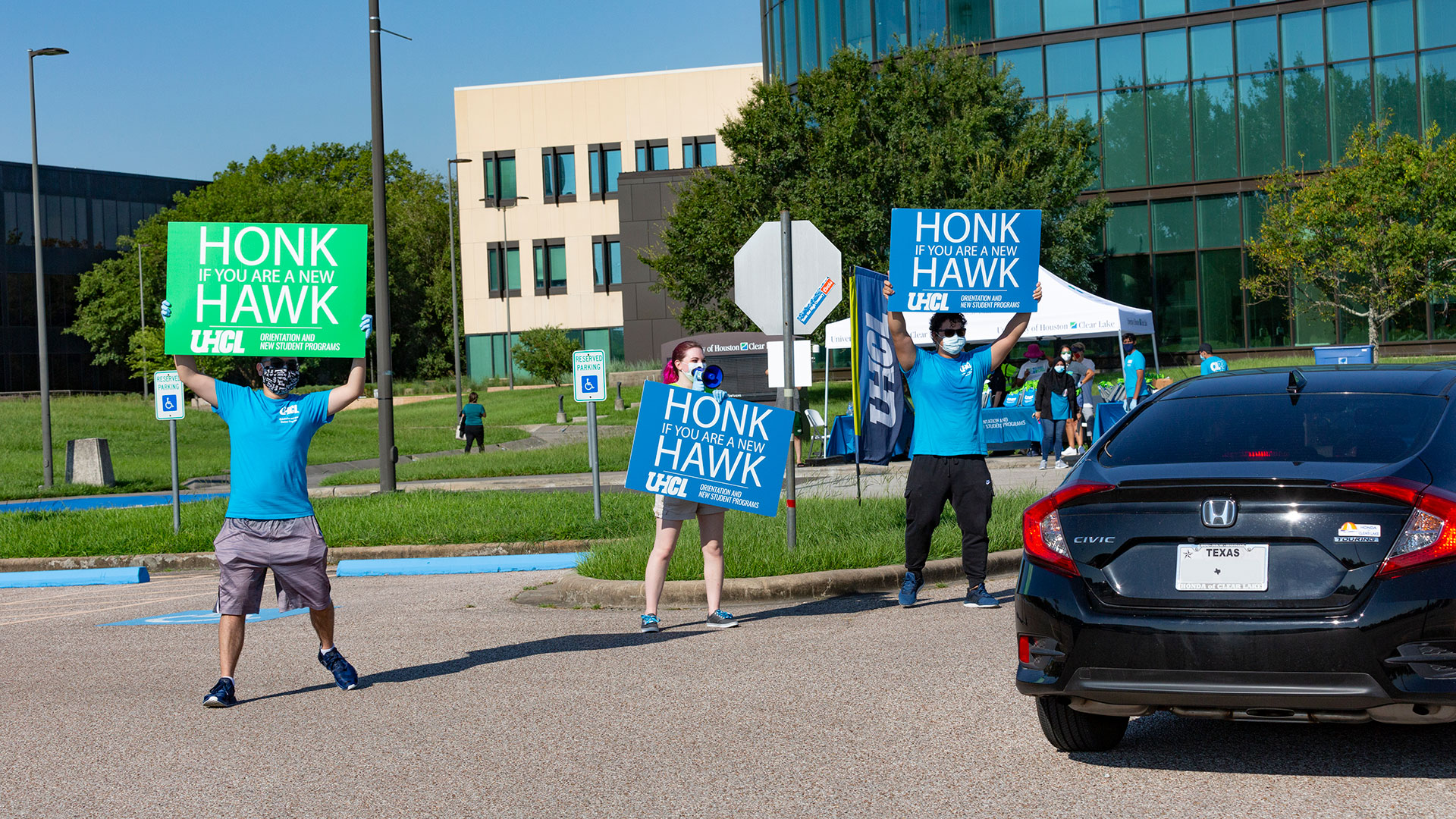 UHCL students with honk signs